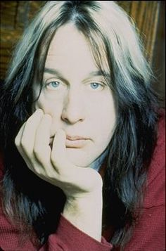 Todd Rundgren A legend, A true musical innovator and technological Genius.  If you've not heard his music you owe it to yourself to listen.