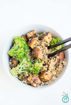 broccoli and quinoa make up this DELICIOUS and HEALTHY vegetarian stir ...