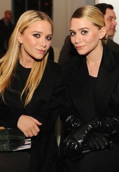 Mary-Kate & Ashley Olsen in black with sleek hair #style #fashion #beauty #mka #olsentwins