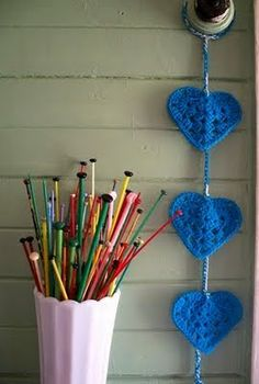 Another different granny-style heart tutorial  #crochet #motif #applique