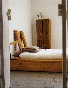 platform bed. Love all the raw in this decor. Raw stone, raw wood, raw cotton.