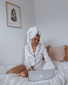 Blanc white / satin / silk / luxe / fashion / style / trend / inspo / blogger / Instagram / Lazewear / pjs / goals / cosy / mornings