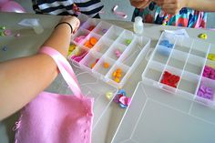 8th Birthday Party Ideas - Beading    http://www.great-birthday-party-ideas.com/index.html