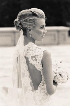 i want this kind of lace with an open back :)