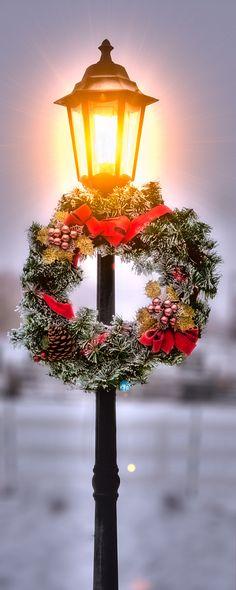 holiday, christmas wreaths, lantern, season, yard, christmas lights, merri christma, lamp post, street lights