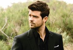 Robin Thicke; he's so yummy!