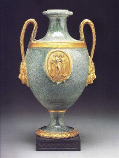 Porphyry ware vase, c1775. The Queen's ware body is surface-decorated to simulate porphry stone.