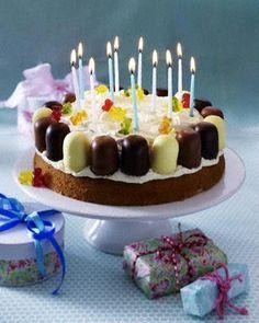 Kindergeburtstag-Torte mit Mini-Schaumküssen