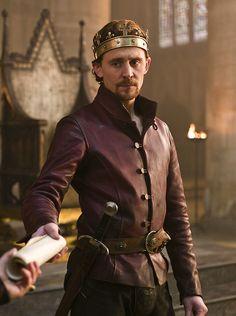 Tom Hiddleston as King Henry V in The Hollow Crown - Henry V (2012).
