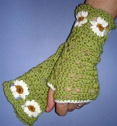 Free Crochet Daisy Wrist Warmer Pattern.