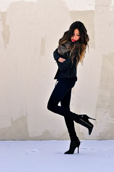 All black winter outfit with ankle boots #ugg #boots
