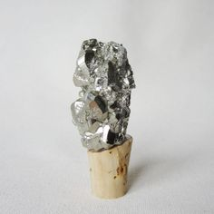 pyrite wine stopper by @birdandbeau  |  #wedding #weddingparty #weddingday #weddingstyle #gems  #wine #celebration #decor #gifts #favors #handmade #customweddingdesign #bbwed #birdandbeau