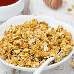 Prepare this Stovetop Granola in just 10 minutes and with only 5 ingredients!  #stovetop #granolarecipe #5ingredients