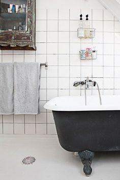 black bathtubs bathroom design, bathroom interior design, modern bathroom, clawfoot tubs, clawfoot bathroom, black bathtub, white bathrooms, guest bath, bathroom decor