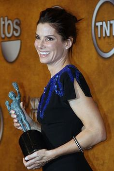 Sandra Bullock seems to be aging backwards. There's no other way to describe Sandra Bullock's skin except as smooth and dewy, befitting her girl next door status. But Bullock is in fact 47, and the last few years haven't been easy ones for her. How does she keep the stress from showing on her face? Artistry Creme L/X(Luxury)