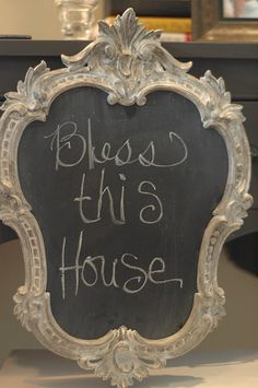 Making chalkboards out of thrifted frames... I love this idea!