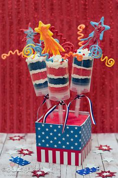 Patriotic Push Pops   25 Ways To Have The Most Patriotic 4th Of July Party   diyready.com