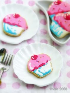 Cupcake cookies. Repinned from Vital Outburst clothing vitaloutburst.com