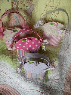 Simply Sweet Cupcake bags ... pdf download .... deckthehalls-christmas