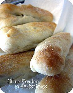 Homemade Olive Garden Breadsticks on SixSistersStuff.com