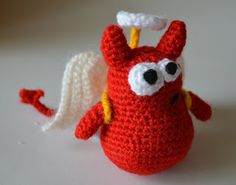 "Free pattern for ""Buddy's Angel Costume""...this would be cute on lots of different Amigurumi, too!"