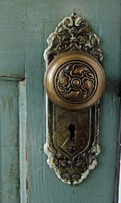 Vintage Door Knob Handle - I think a cut of a door with knobs like this would be great vintage mirrors and frames....