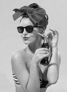 ✔ Pin-Up  #bw  #lingerie #sensual #vintage #pinup