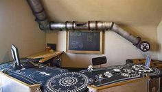 No projeto do escritório de arquitetura Because We Can, a decoração segue o estilo futurista e inclui um tubo para servir de abrigo e espaço de lazer para o gato  Foto: Reprodução internet