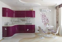 12 bucatarii moderne in care poti lua masa (2) small apartments, modern kitchen design, purple kitchen, dining spaces, pink kitchens, modern kitchens, kitchen designs, wall design, kitchen cabinets