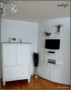 Love the idea of that wall shelf for my outside covered patio