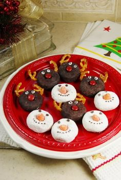 Adorable Rudolph & Snowmen Donuts ~ transform mini donuts into these little cuties with just a few simple steps!   www.thekitchenismyplayground.com