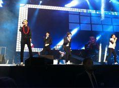 The boys singing Na Na Na!