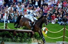 William Fox-Pitt competes during the cross-country match of equestrian event at London 2012 Olympic Games, London, Britain, July 30, 2012. (Xinhua/Gaesang Dawa)