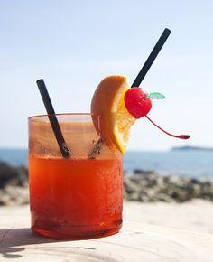 Mai Tai Cocktail | Shutterstock | blog.TheKnot.com