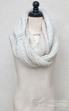 Meringue Hand Knitted Cowl. Free Pattern for Kids and Adult | My Little CityGirl