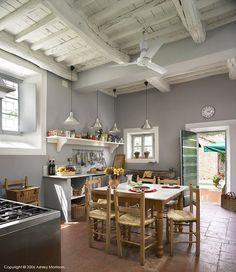 Great kitchen space / Italian Villa