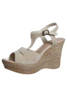 Sandalias con plataforma de moda casual 2013   http://zapatosd.info/sandalias-con-plataforma-de-moda-casual-2013/