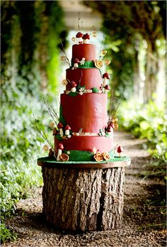 mushroom, cake wedding, tree stumps, weddings, cake stands, wedding cakes, woodsy wedding, woodland wedding, tree trunk
