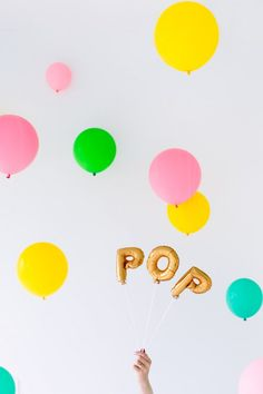 DIY Baby Shower Balloon Photo Booth