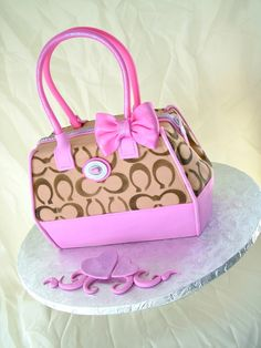 ❦ Coach purse cake..LOVE IT!!!!!!!! purs cake, coach handbags, coach bags, coach purses, coach cake, purse cakes, pink, coaches, birthday cakes
