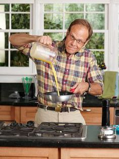 Use Alton Brown's Guide to Eggs tomorrow morning for a perfect breakfast. #FNMag