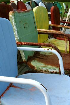vintage metal patio chairs #vintage #metal #chairs #patio #lawn #outdoor #rusty #chippy #shabby