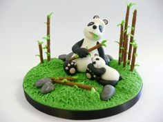 Panda bear with baby By het_bonte_taartje on CakeCentral.com
