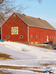 Quilt on Iowa Barn... I love this!❤