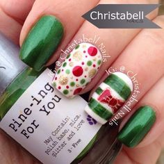 Holiday Nails Christbell Nails