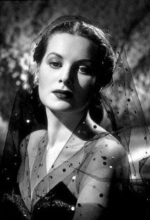 Maureen O'Hara  (Miracle on 34th Street)    In America, the early performing arts accomplishments of young Maureen FitzSimons (who we know as Maureen O'Hara) would definitely have put her in the child prodigy category. However, for a child of Irish heritage surrounded by gifted parents and family, these were very natural traits