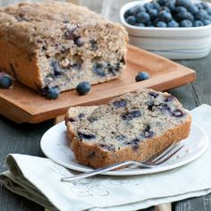 Love blueberries and banana bread? Put them together with this delicious recipe! Can't wait to try it.