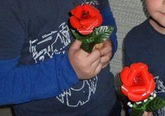 Rosas con Latas de Refresco: http://www.manualidadesinfantiles.org/rosas-con-latas-de-refresco/