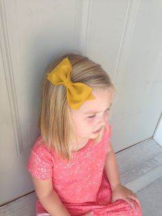 Adorable big felt bows. Perfect for fall. Her ENTIRE shop is amazing!