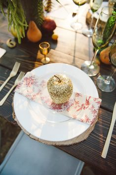 #gold wedding idea - glitter apples for a holiday table! - Jessica White Photography - http://ruffledblog.com/glittery-thanksgiving-wedding-ideas/